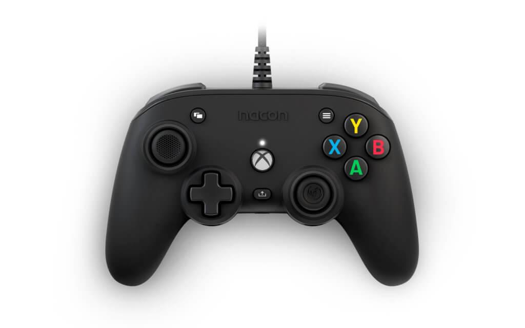 Xbox Compact Controller Black 01